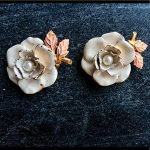 Vintage Pearl Flower Clip-on Earrings